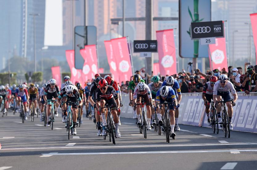 Caleb Ewan ganó la última etapa del UAE Tour y Tadej Pogacar se coronó campeón.