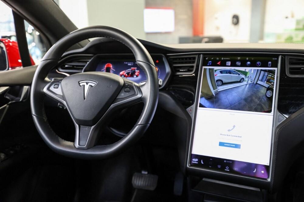 Interior de un vehículo Tesla