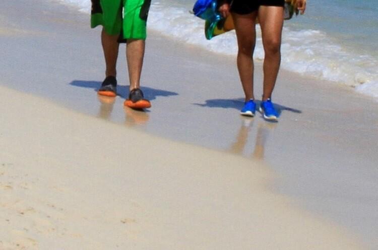 pillan a pareja teniendo relaciones en la playa