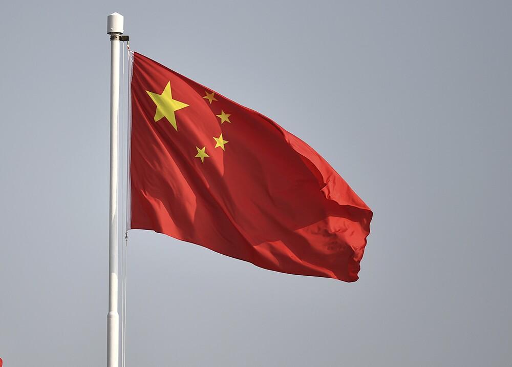 20712_Periódico reemplazó las estrellas de la bandera de China por coronavirus / Foto: AFP