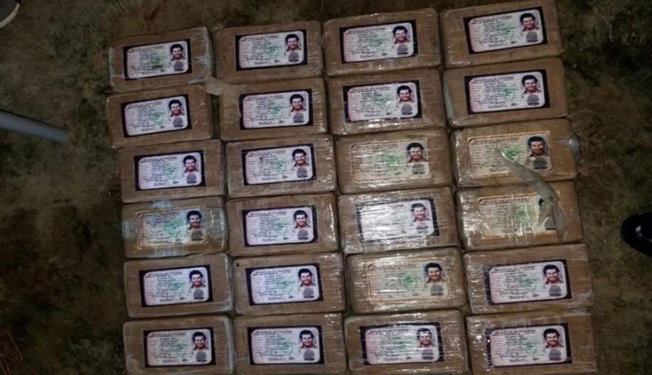Paquetes de cocaína identificados con la cédula de Pablo Escobar