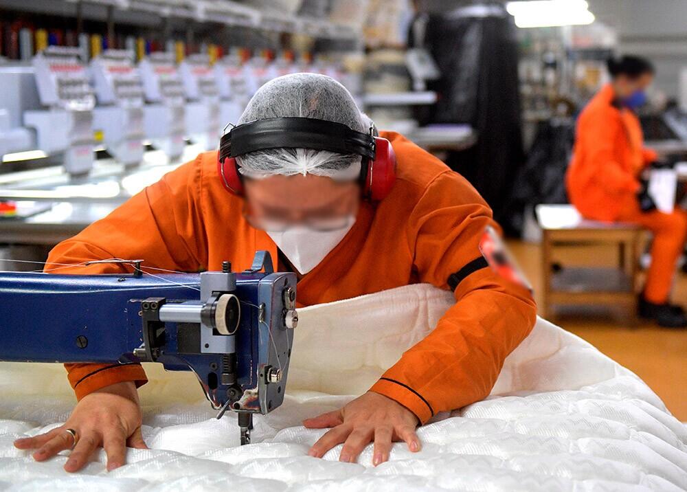 365846_Trabajadores durante crisis del COVID-19 // Foto: AFP
