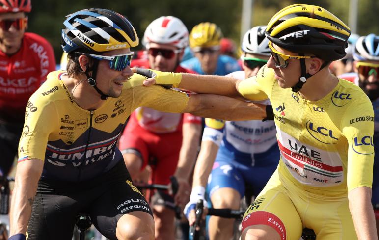 Primoz Roglic y Tadej Pogacar en el Tour de Francia 2020.