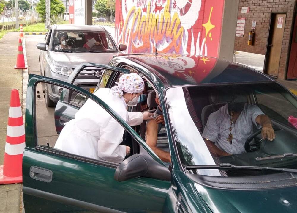 vacunacion en vehiculos de palmira valle del cauca.jpg