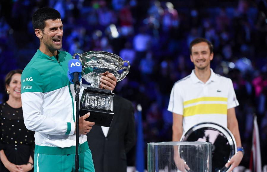 Novak Djokovic se coronó campeón del Abierto de Australia y llegó a 18 títulos de Grand Slam.