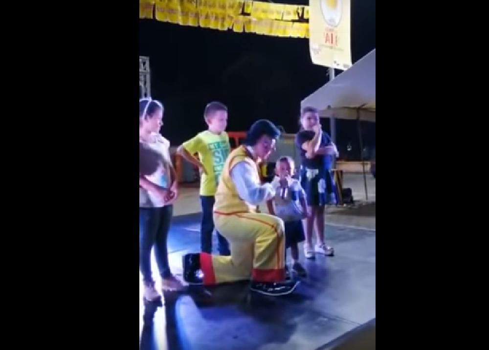 346934_Confesión de niño a un payaso // Foto: captura video YouTube