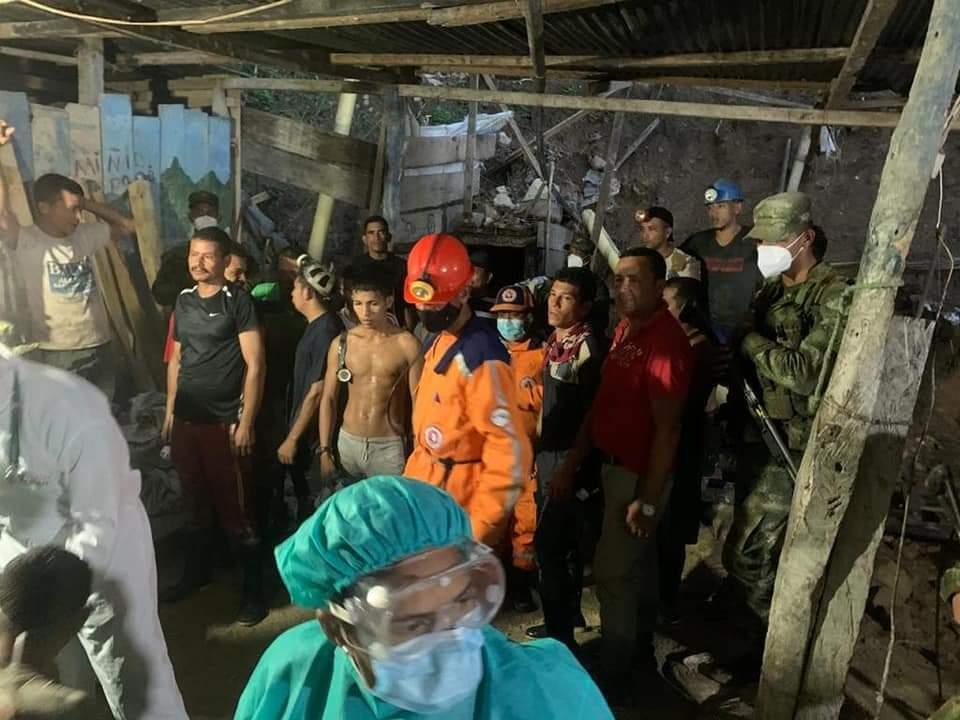 mineros rescatados en mina de bolivar.jpeg
