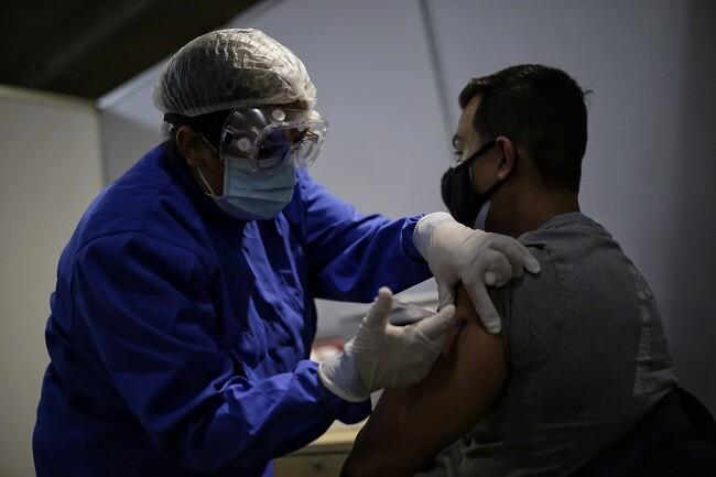 vacuna covid colombia 1_col.jpg