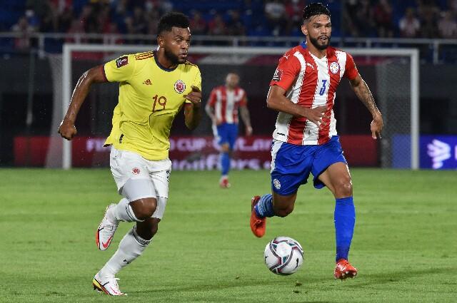 Miguel Ángel Borja, en partido de Colombia contra Paraguay