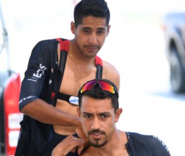 Brandon Rivera y Daniel Martínez se fueron al piso en la etapa 7 del UAE Tour.