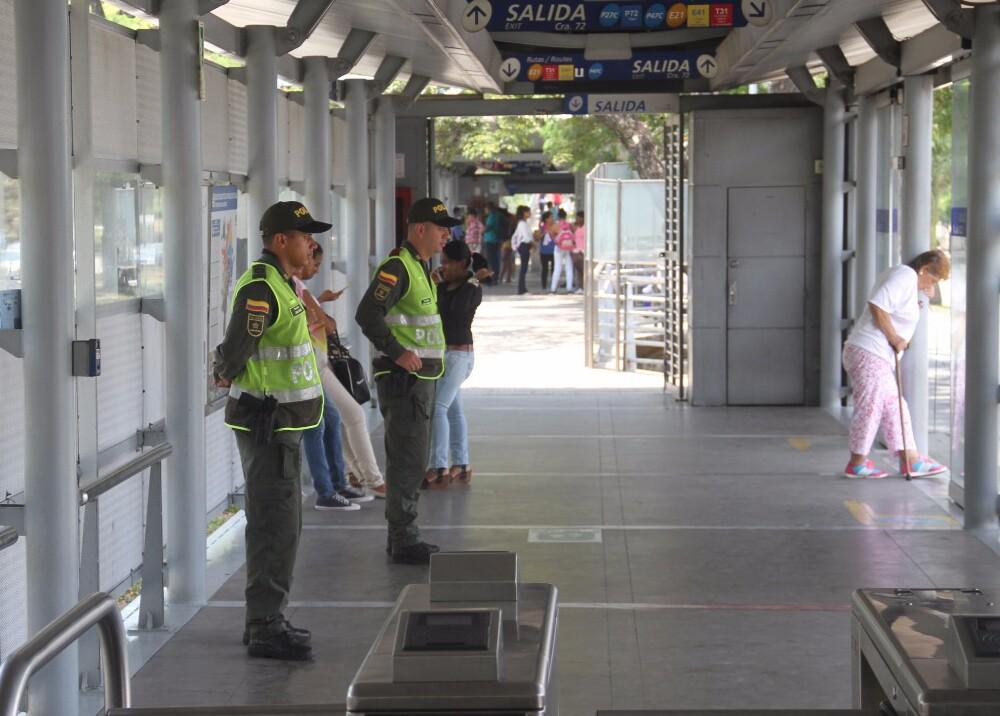 290994_Blu Radio / Alrededor de 300 policías reforzarán la seguridad en estaciones y rutas del MIO / Foto: Policía de Cali.