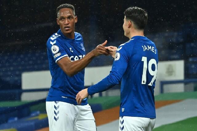 Yerry Mina y James Rodríguez, en Everton