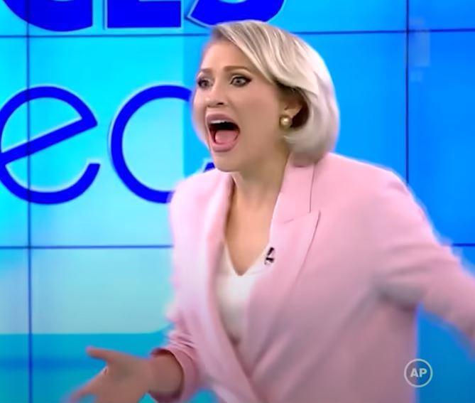 presentadora atacada en programa de Rumania