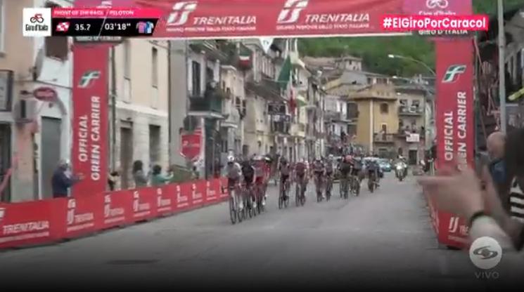 Primer esprint intermedio en la etapa 9 del Giro de Italia
