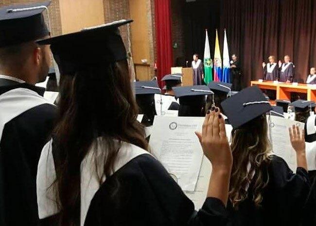 359450_grados de Medicina Universidad CES - Bluradio
