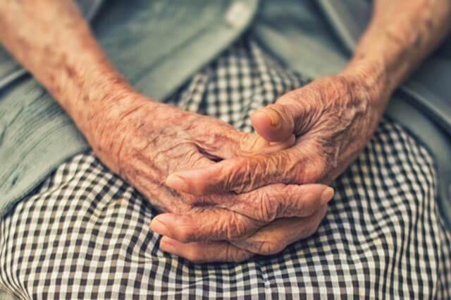 Mujer volvió a un asilo de ancianos 10 días después de haber sido dada por muerta en España.png