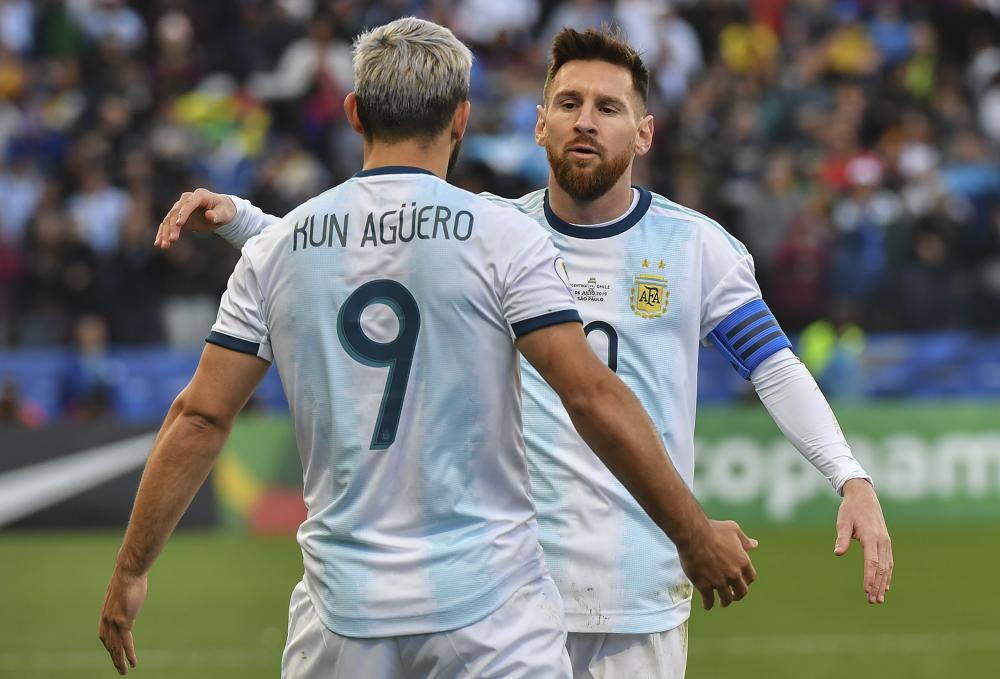 348570_BLU Radio. Leo Messi y Sergio 'Kun' Agüero // Foto: AFP