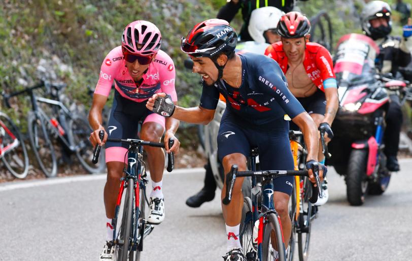 Daniel Martínez salvó a Egan Bernal en la etapa 17 del Giro de Italia