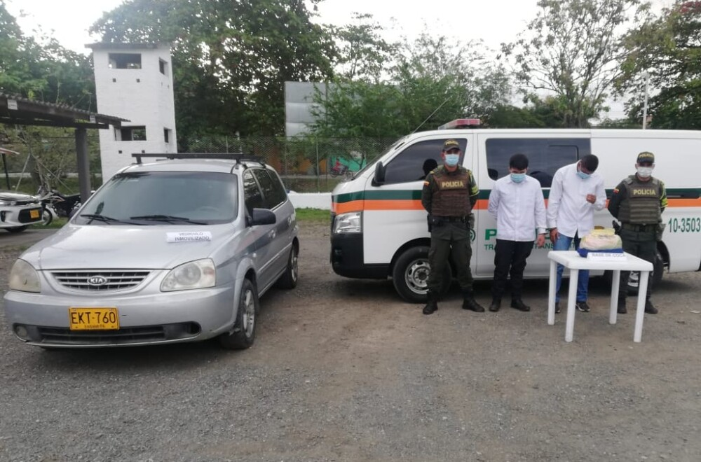 Capturados con base de coca en un carro fúnebre