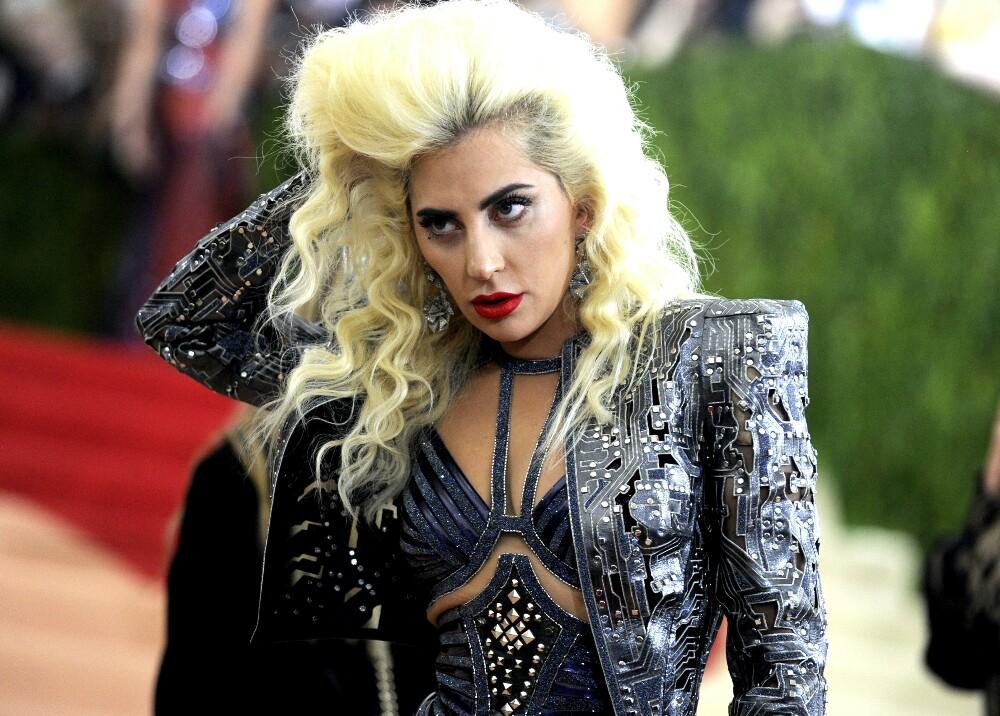 6137_La Kalle - Estatua de Lady Gaga en Perú - Foto: AFP