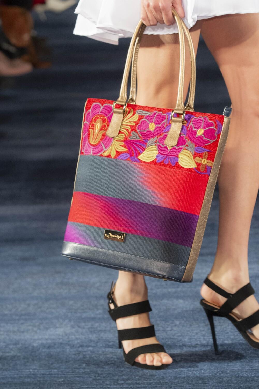 Calzado femenino y bolso
