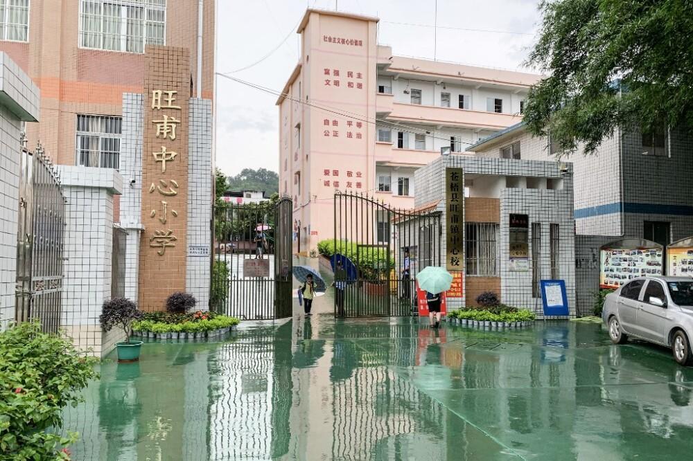 Niños apuñalados en escuela de China