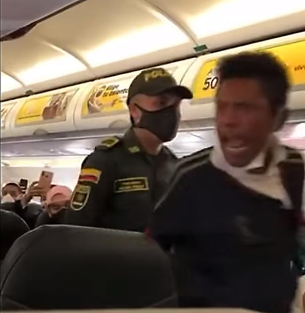 Pasajero borracho en vuelo comercial