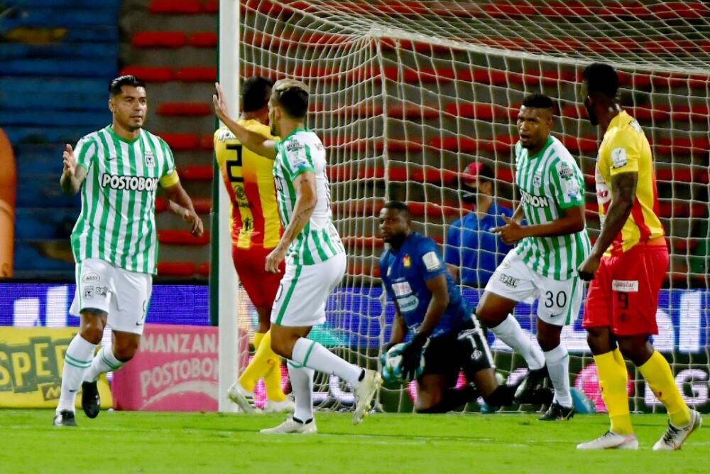 Jefferson Duque celebra su gol frente a Pereira