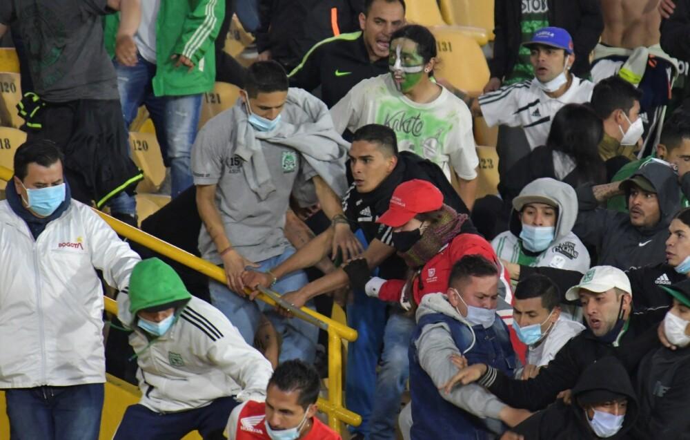 Desmanes en el estadio El Campín. AFP.jpeg