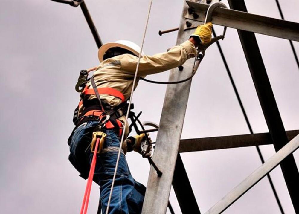 304393_Blu Radio. Reparación redes de energía / Foto: Referencia Noticias Caracol