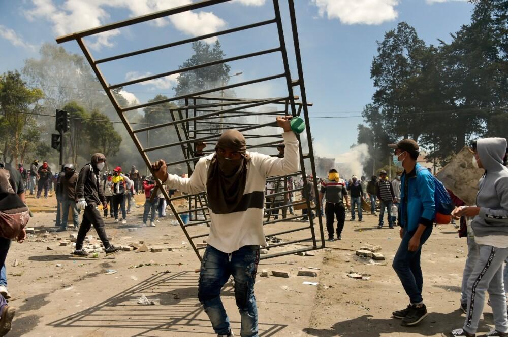 345756_BLU Radio. Manifestantes en Ecuador // Foto: AFP