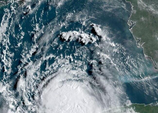 Huracán Elsa tiene en alerta al Caribe
