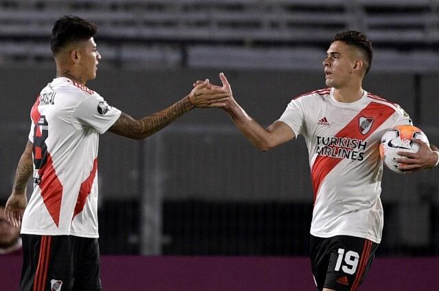 Jorge Carrascal y Rafael Santos Borré, jugadores colombianos de River Plate.