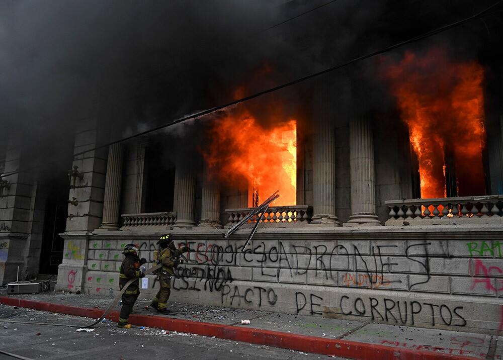 Incendio de la sede del congreso en Guatemala