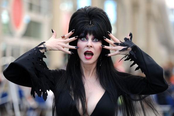 """Elvira, """"señora de la oscuridad"""""""