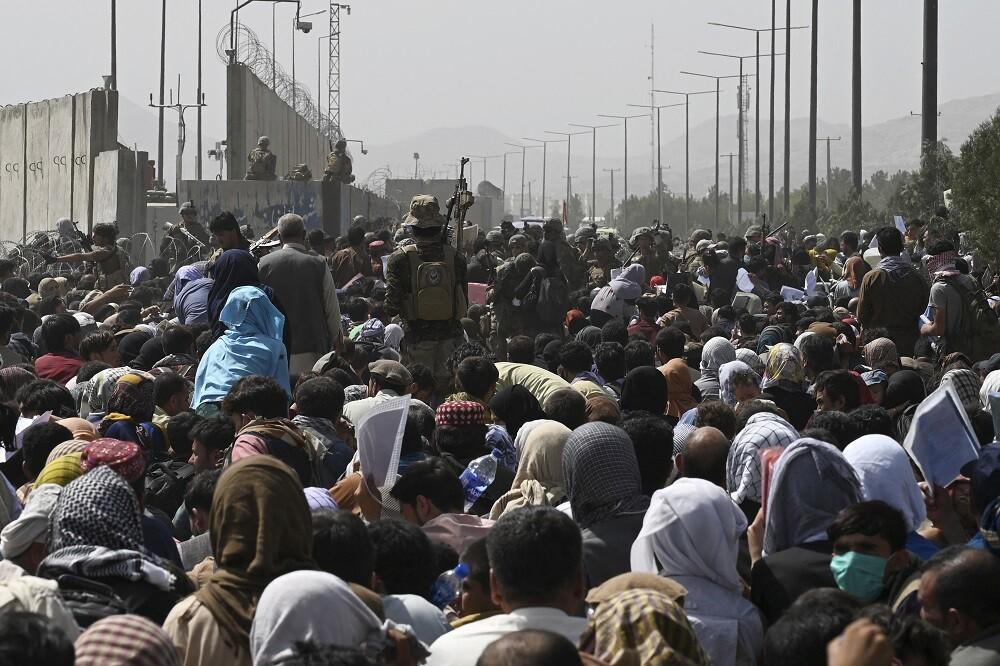 Confirman muerte de siete afganos en medio de caótica situación en el aeropuerto de Kabul