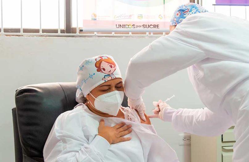 Verónica Machado, primera vacunada contra el coronavirus en Colombia. Foto Presidencia.JPG