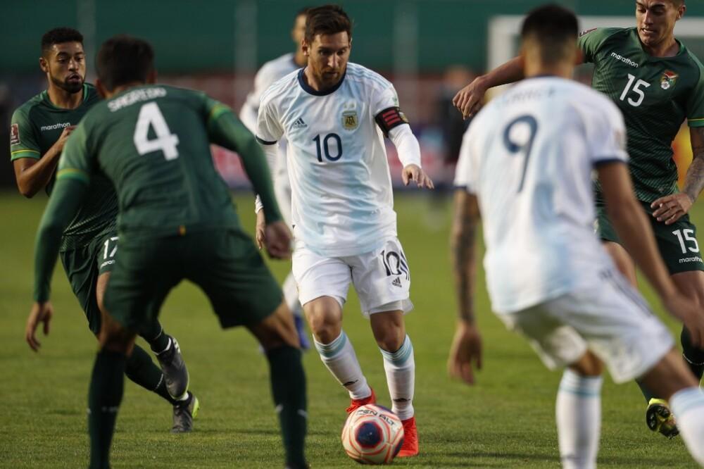 Argentina derrota 2-1 a Bolivia en La Paz
