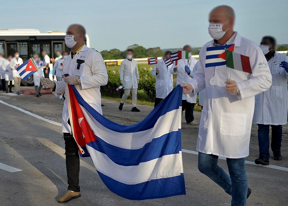 Médicos cubanos // Foto: AFP, imagen de referencia