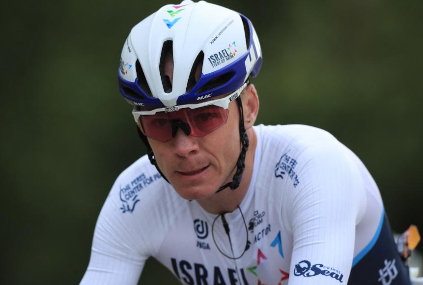 Chris Froome fue uno de los ciclistas que inició la etapa 2 del Tour de Francia con un golpe.