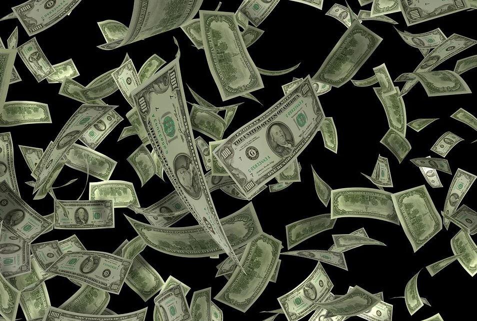 Le cancelaron el vuelo, decidió distraerse jugando 'raspa y gana' y ganó un millón de dólares
