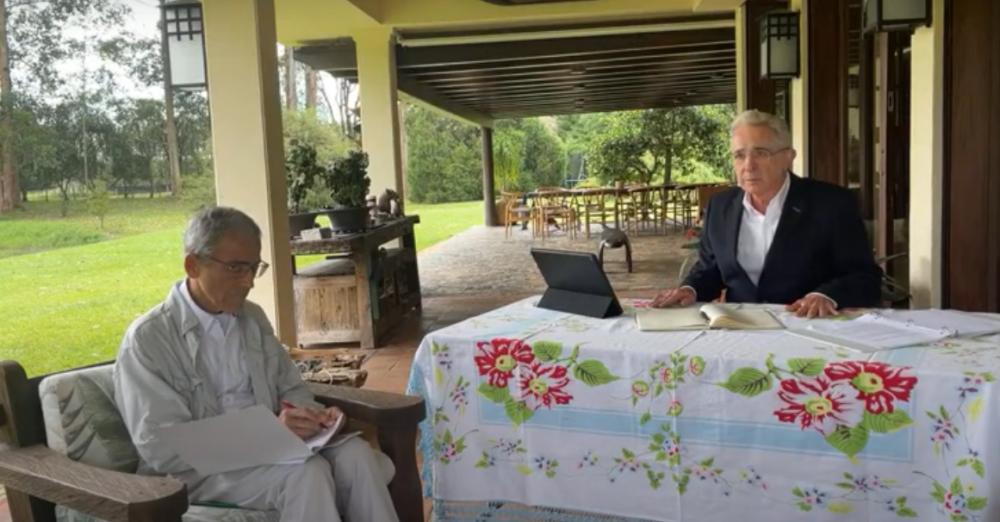 Áñavaro Uribe, Francisco de Roux.png