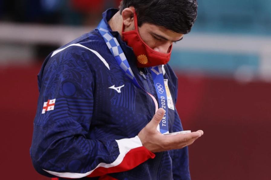 jugador que expulsaron de los Juegos Olímpicos porque salió de turismo
