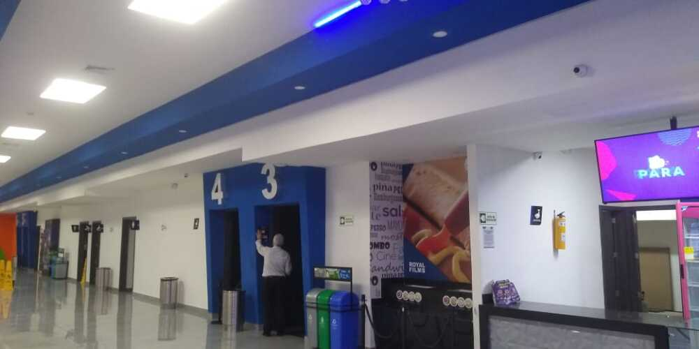 Cinemas Premium Plaza.