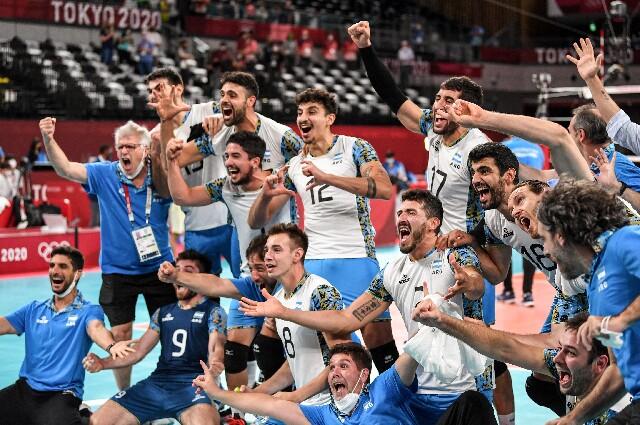 Argentina contra Brasil en voleibol masculino de los Juegos Olímpicos de Tokio 2020