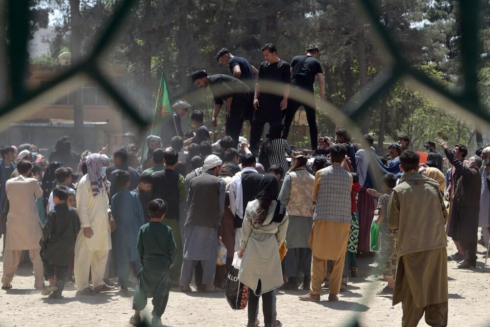 ¿Cómo actúan Facebook y Twitter frente a los que sucede en Afganistán?