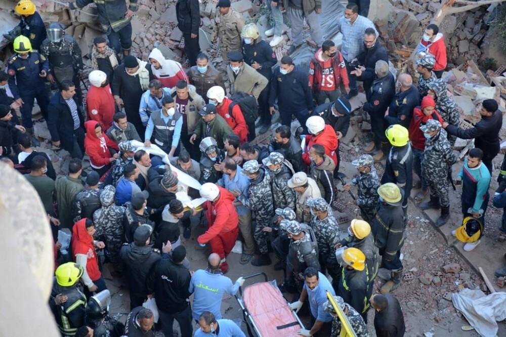 Derrumbe de un edificio en El Cairo, Egipto, ha cobrado la vida de 25 personas.