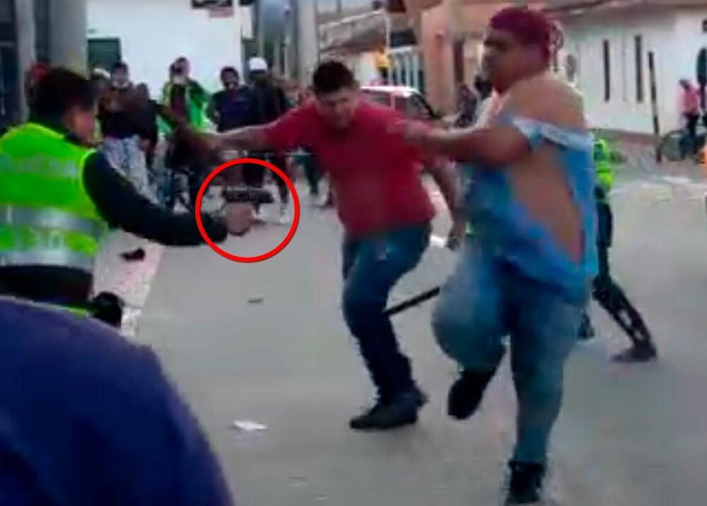 369653_Policía será investigado por disparos a venezolanos que lo agredieron // Foto: captura video suministrado