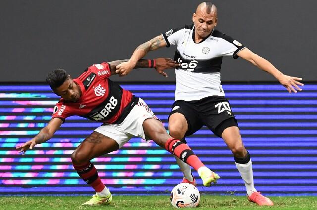 Sergio Otálvaro, en Flamengo contra Olimpia