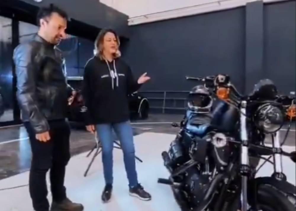 Julián Román contestó a críticas por comprarse una moto Harley Davidson